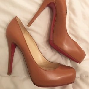 NEW! CHRISTIAN LOUBOUTIN 38.5 brown leather pumps